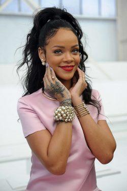 Rihanna Net Worth $230 Million