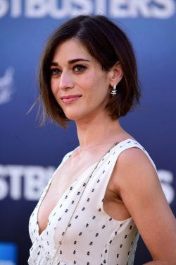 Lizzy Caplan Net Worth $4 million