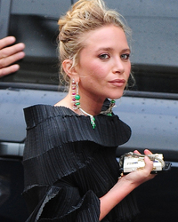 Mary-Kate Olsen Net Worth $200 million