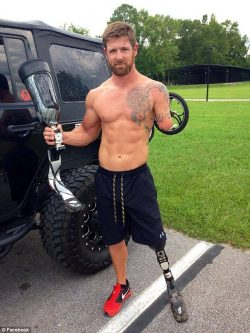 Noah Galloway Net Worth $250 thousand